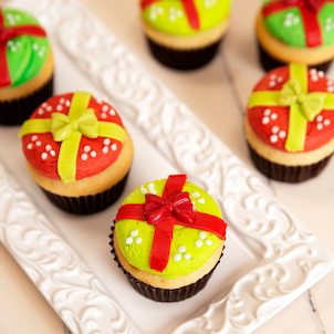Christmas Gift Decorated Cupcakes