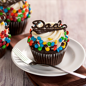 Father's Day M&M Colossal Cupcake
