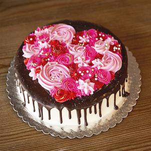 Sip & Decorate: Valentine Drip Cake- Feb. 14th